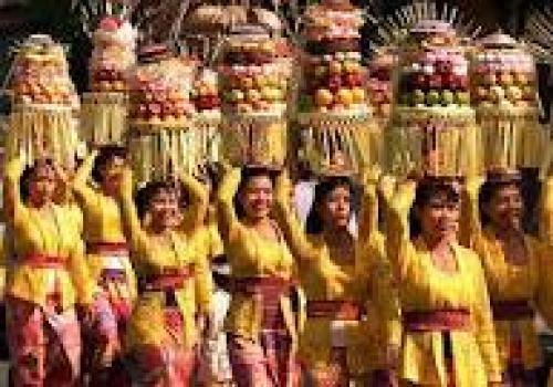 Perempuan-Bali-dalam-Pariwisata.html