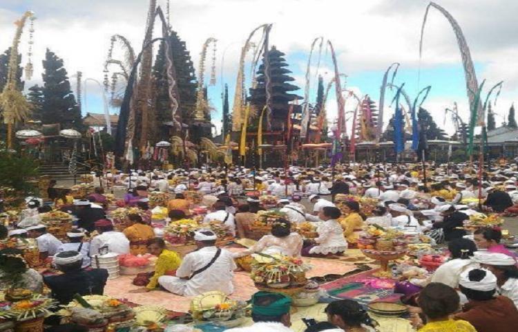 Ngusaba-Kedasa-Pura-Ulun-Danu-Batur.html