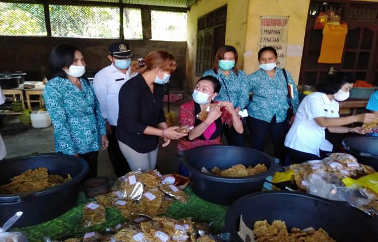 Kunjungan dan Pembinaan Dekranasda Kab. Bangli ke IKM Kripik Santi dan Kripik Krenyes, Kayuambua