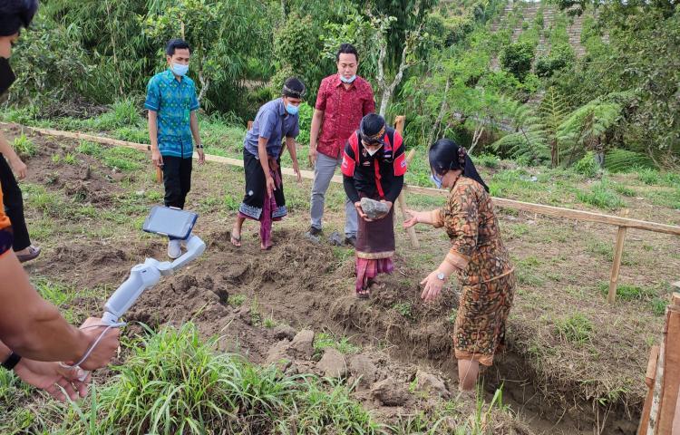 Peletakan-Batu-Pertama-Pembangunan-T-P-S-3-R-Desa-Daup-Kintamani-Bangli-15-Juni-2021.html