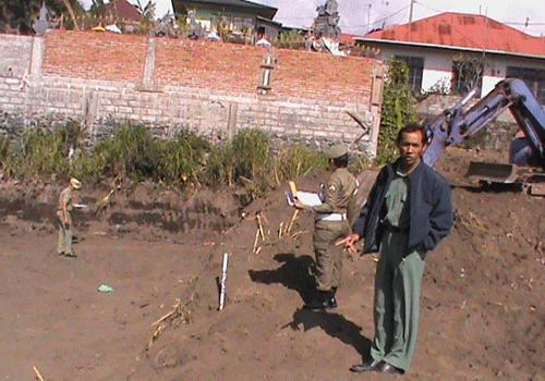 Penertiban pengerukan tanah dengan alat berat tanpa ijin