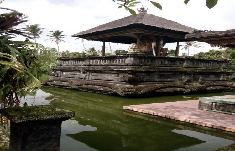 Arsip-Statis-Bangunan-Bersejarah-Pura-Taman-Narmada-Bali-Raja.html