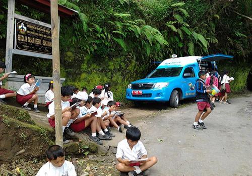 Mobil Perpustakaan Keliling Disambut Antusias Oleh Para Siswa