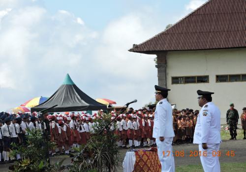 upacara peringatan Hut Kemerdekaan RI yang ke 71 Di lapangan kantor camat kintamani