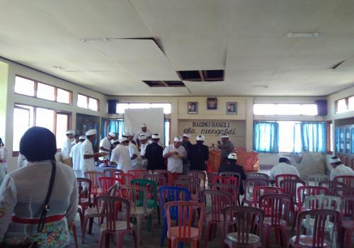 Piodalan di Padmasana Kantor Camat Kintamani