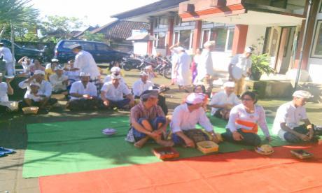 Persembahyangan bersama Hari Saraswati