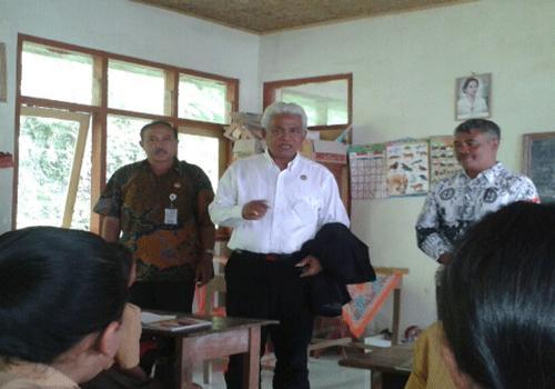 Sidak Kadisdipora di SD LOkasi Balik Bukit