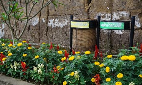 Tong-Sampah-dan-Taman-Budaya.html