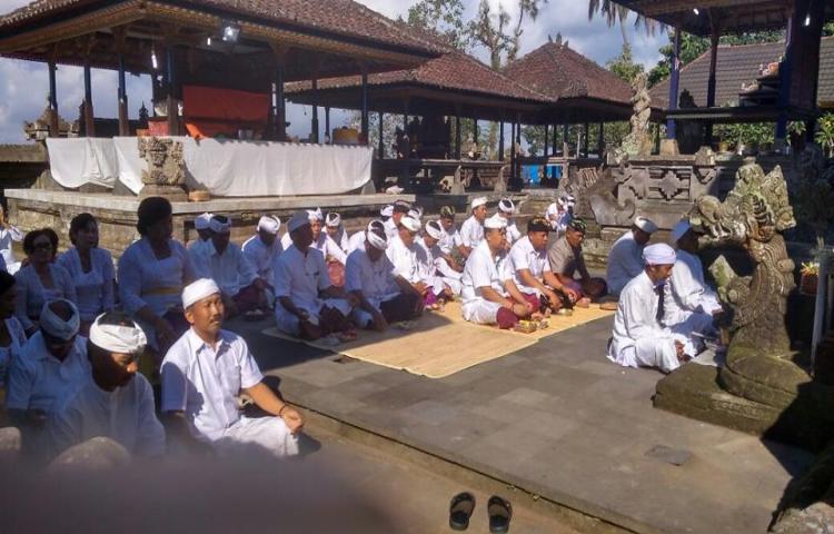 Awali-Kegiatan-Hut-Bangli-Ke814-Bupati-Ajak-Jajaran-Sembahyang-Di-Pura-Kehen-Bangli.html