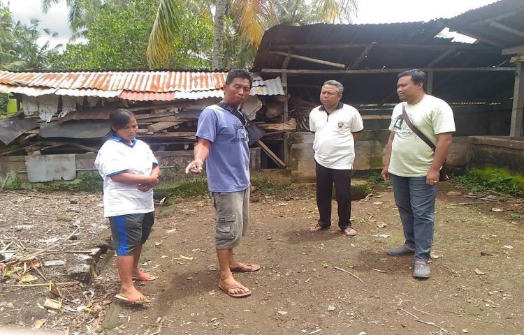 Kunjungan Ke Rumah Bapak Wayan Ubi dan Putrinya Yang Gangguan Jiwa