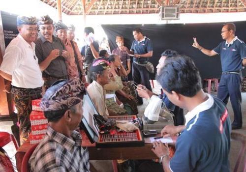 Gerakan Pembangunan Desa Sistim Gotong Royong di Desa Bunutin Bangli