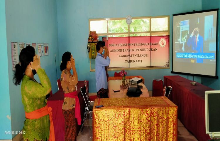 Disdukcapil-Bangli-mengikuti-Upacara-Hari-Kesaktian-Pancasila-2020-secara-virtual.html
