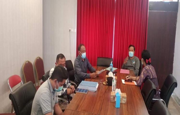 MENDAMPINGI BAPAK BUPATI DAN WAKIL BUPATI BANGLI ZOOM MEETING DENAN IBU MENTERI SOSIAL RI